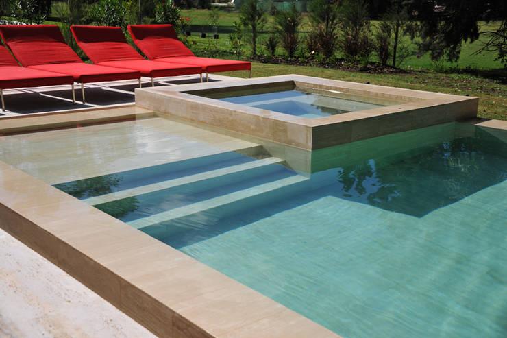 Piscinas de estilo  por Surpool - Diseño de Espacios de Agua