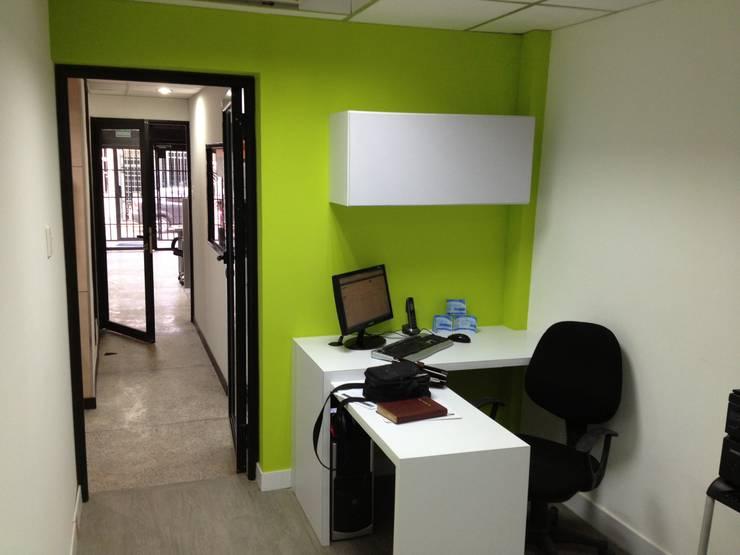 OFICINA SIESCOM, C.A.: Oficinas de estilo  por DEKOR BARQUISIMETO