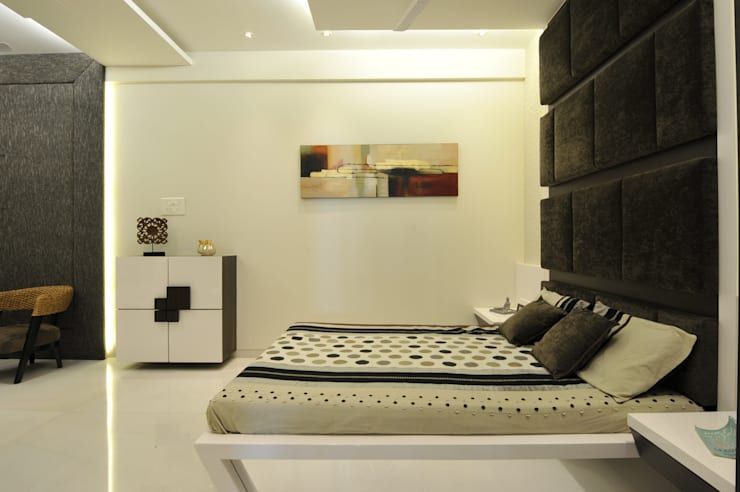 3 Bedroom Mumbai Residence: modern Bedroom by Aum Architects