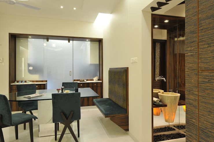3 Bedroom Mumbai Residence:  Dining room by Aum Architects