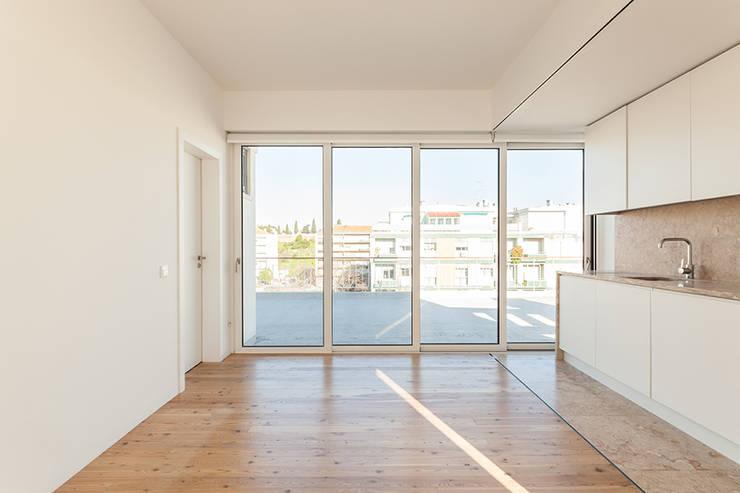 Casa da Porteira: Salas de estar  por AFarquitectos