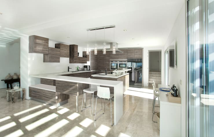 Kitchen by MG&AG.ARQUITECTOS