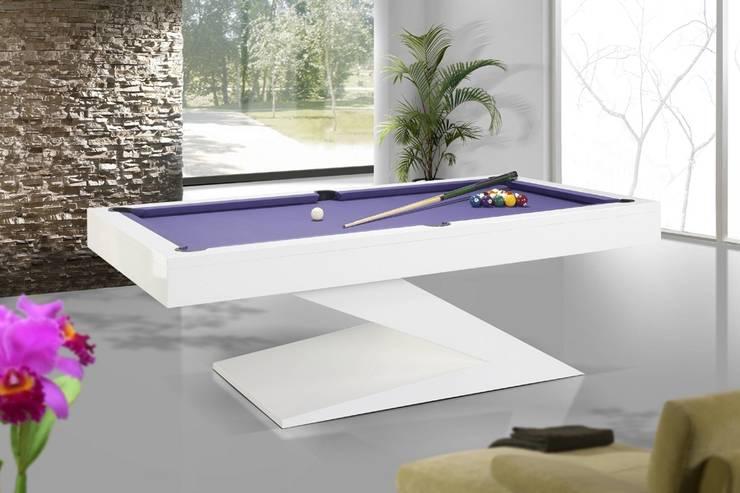 Mesas de bilhar snooker Tables of snooker billiard  www.intense-mobiliario.com  EVOLUTION http://intense-mobiliario.com/pt/bilhares-snooker/6612-bilhar-snooker-evolution.html: Sala de estar  por Intense mobiliário e interiores;