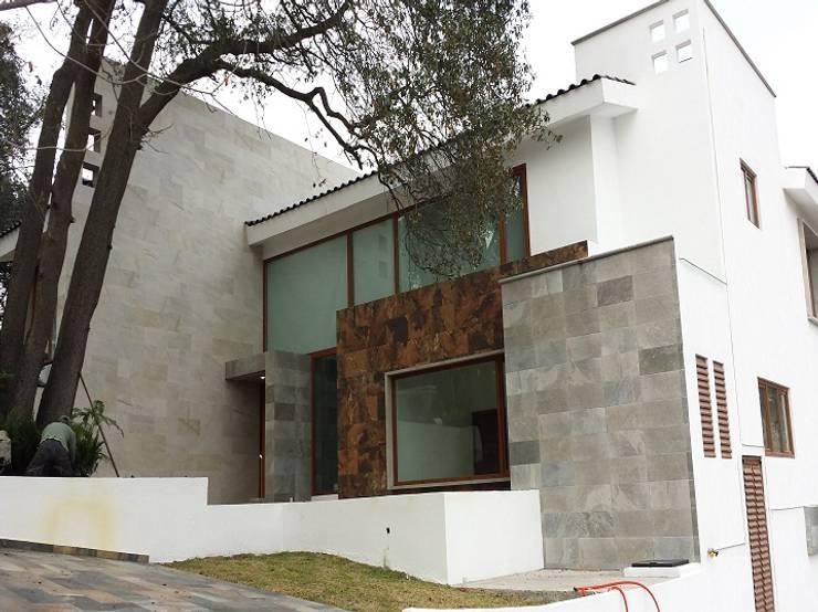 Residenciales: Ventanas de estilo  por Ventanas SI Puertas