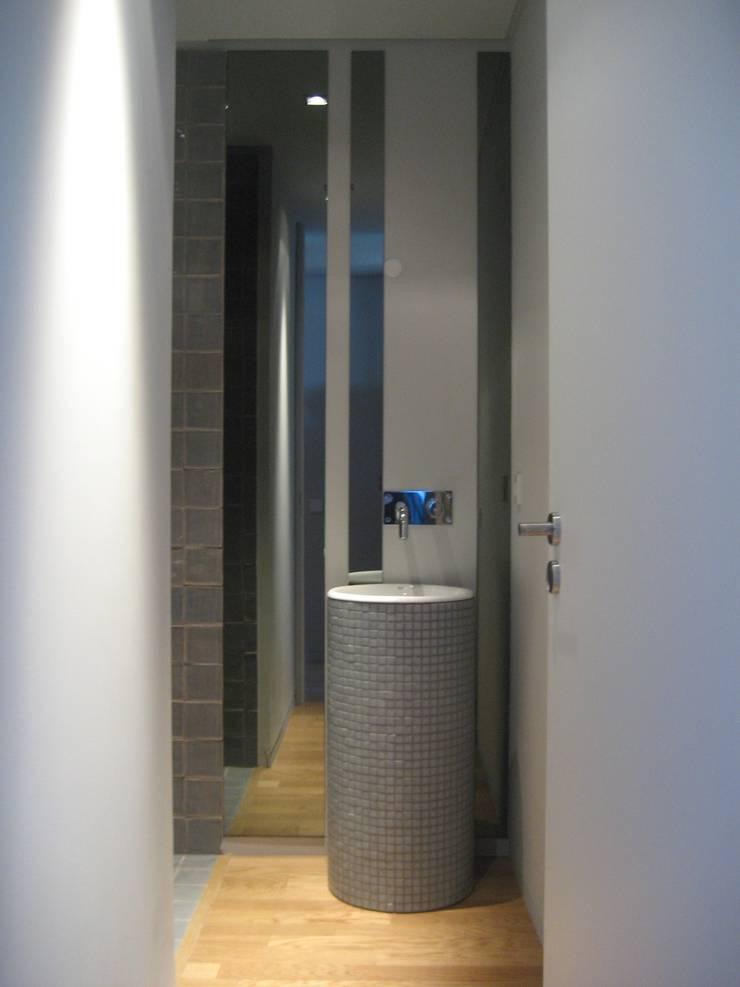 Instalação sanitária: Casas de banho  por GRAU.ZERO Arquitectura