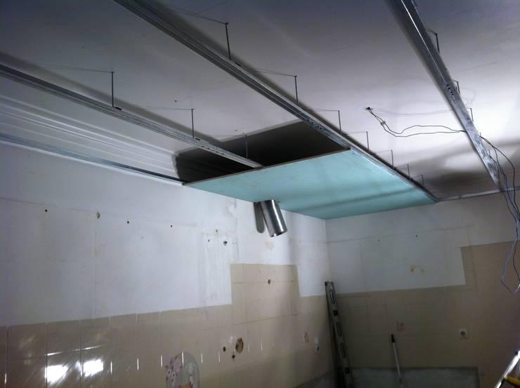 Inicio de colocação de tecto falso:   por Ansidecor