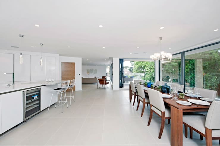 Brudenell Avenue, Canford Cliffs, Poole:  Dining room by David James Architects & Partners Ltd