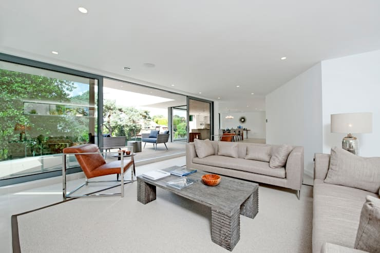 Brudenell Avenue, Canford Cliffs, Poole: modern Living room by David James Architects & Partners Ltd