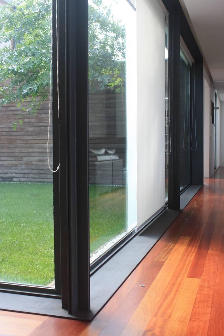 Casa do Pisco: Salas de estar  por Lousinha Arquitectos,Moderno