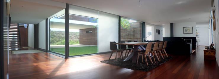 Casa do Pisco: Salas de estar  por Lousinha Arquitectos