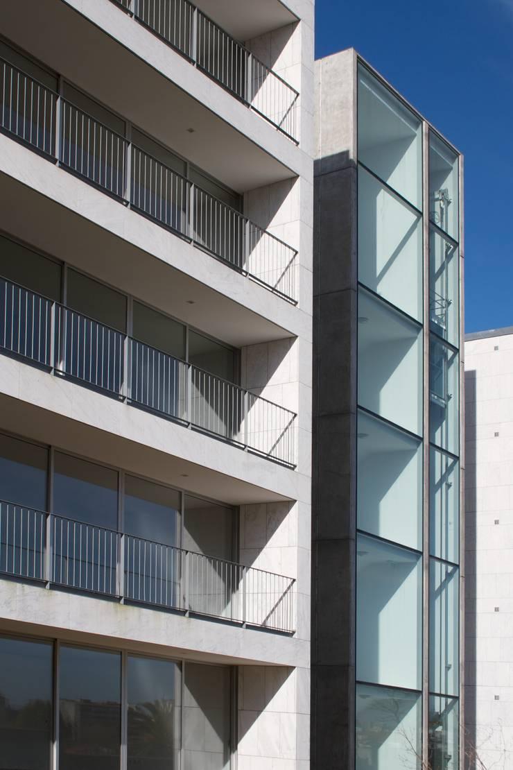 Douro á Vista: Casas  por Lousinha Arquitectos