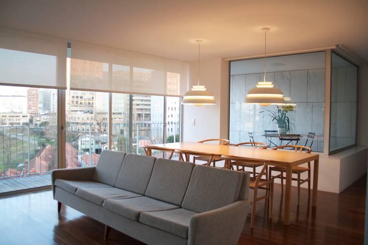Douro á Vista: Salas de jantar  por Lousinha Arquitectos