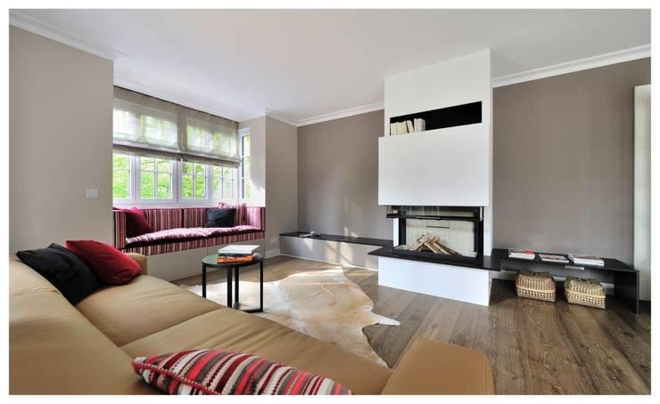 غرفة المعيشة تنفيذ Heerwagen Design Consulting