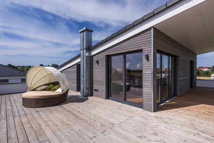 Балкон, веранда и терраса в . Автор – KitzlingerHaus GmbH & Co. KG