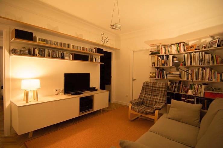 Гостиная в . Автор – Apal Estudio, Скандинавский