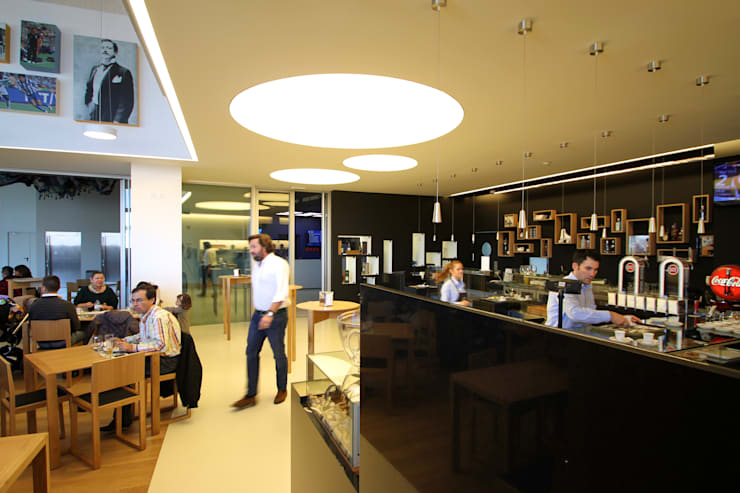 Cafetaria Futebol Clube do Porto: Escritórios e Espaços de trabalho  por Lousinha Arquitectos