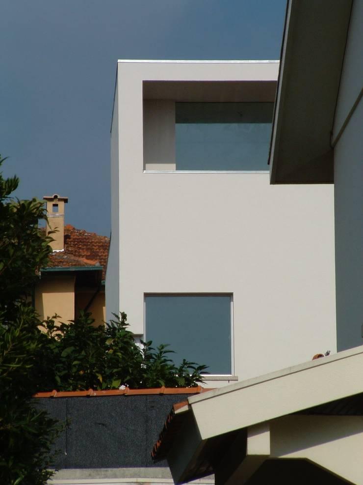 Casa Melo: Janelas   por Lousinha Arquitectos