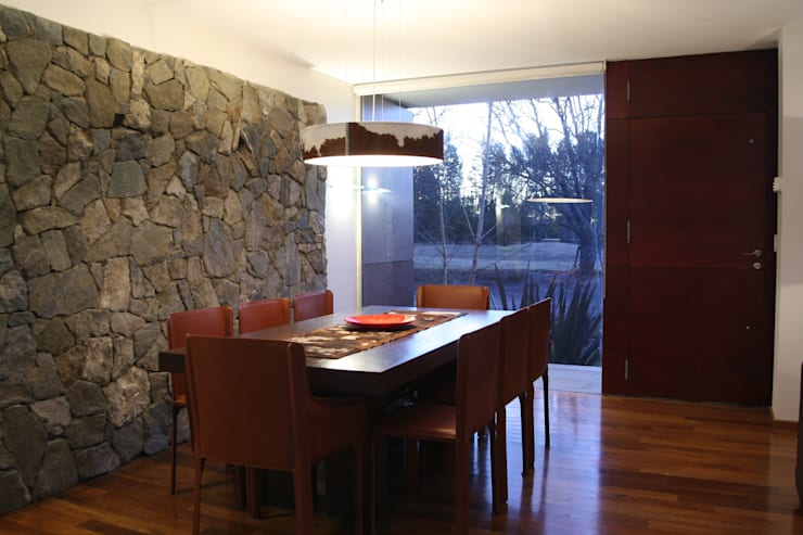 INGRESO - COMEDOR: Comedores de estilo  por Poggi Schmit Arquitectura,