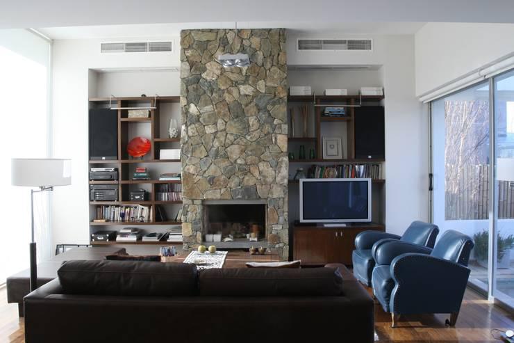 ESTAR 02: Livings de estilo  por Poggi Schmit Arquitectura