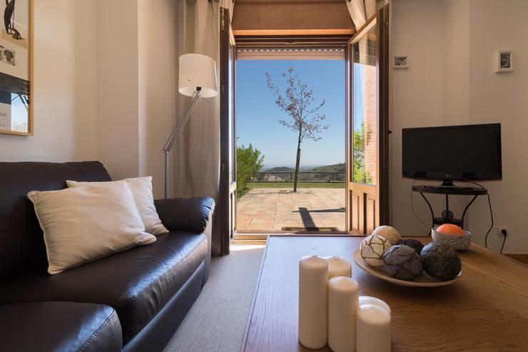 Salas de estilo  por Become a Home