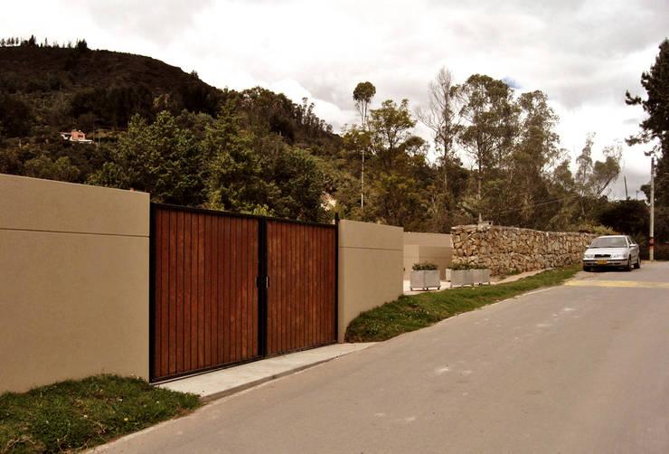 Casa Vittoria Prima: Ventanas de estilo  por Javier Pareja arquiteco, Moderno
