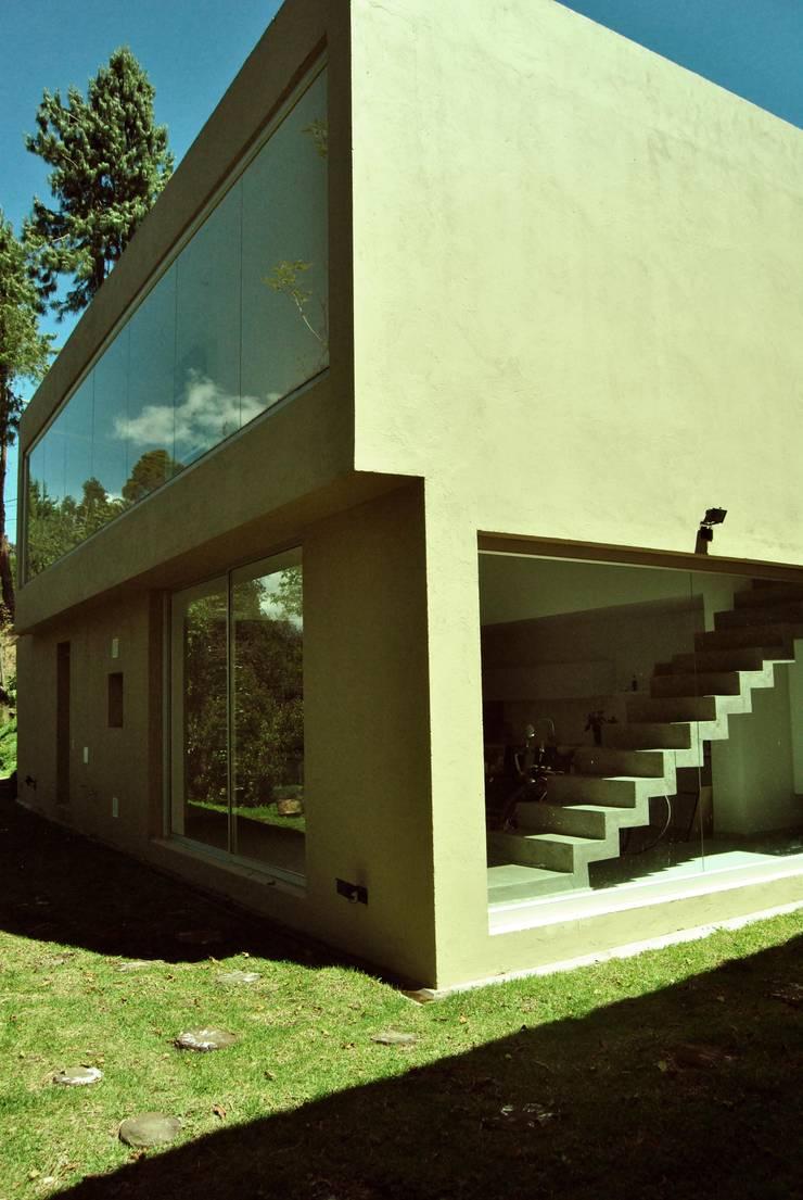 Casa Vittoria Prima: Casas de estilo  por Javier Pareja arquiteco, Moderno