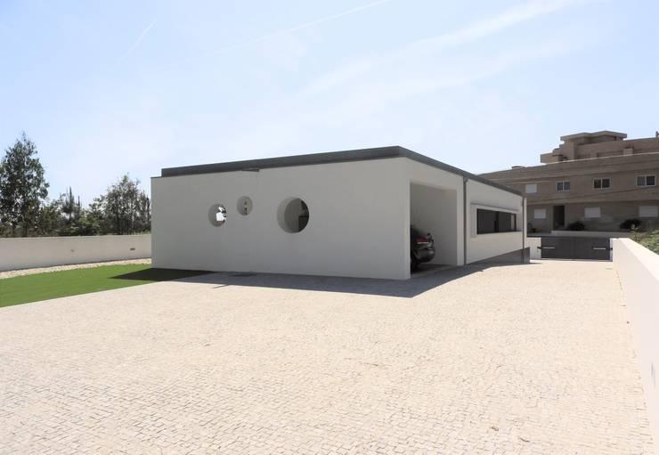 Houses by Jesus Correia Arquitecto