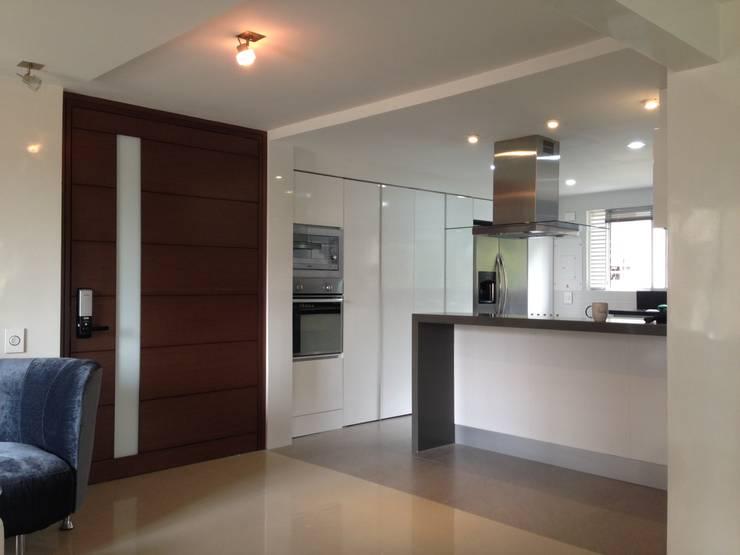 Proyecto terminado Cocinas modernas de John Robles Arquitectos Moderno