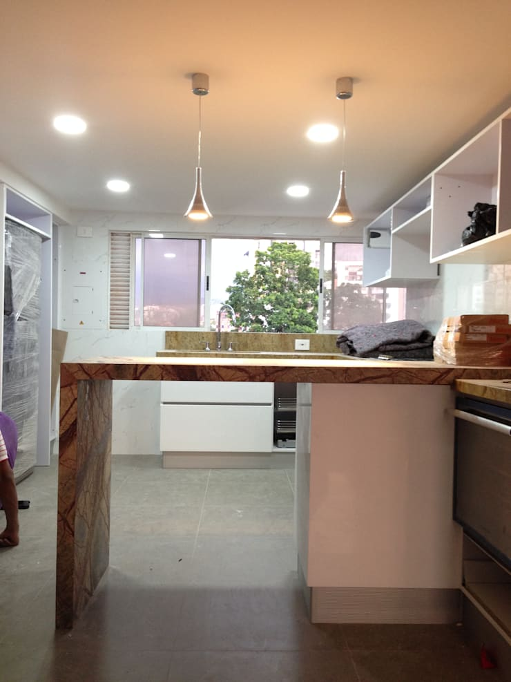 Proyecto en ejecución: Cocinas de estilo  por John Robles Arquitectos