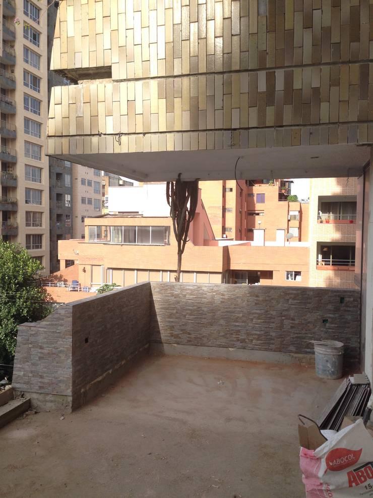 Terraza mirador Balcones y terrazas de estilo moderno de John Robles Arquitectos Moderno