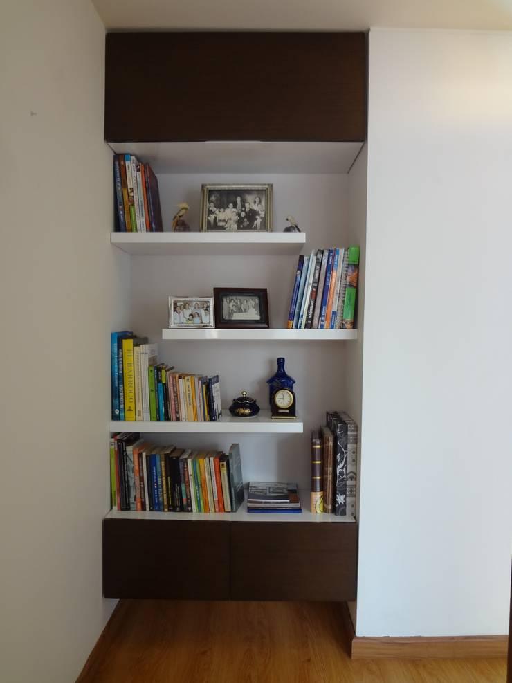 Biblioteca (despues): Estudios y despachos de estilo moderno por John Robles Arquitectos