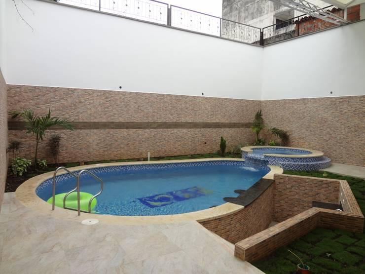 Klassische Pools von John Robles Arquitectos Klassisch