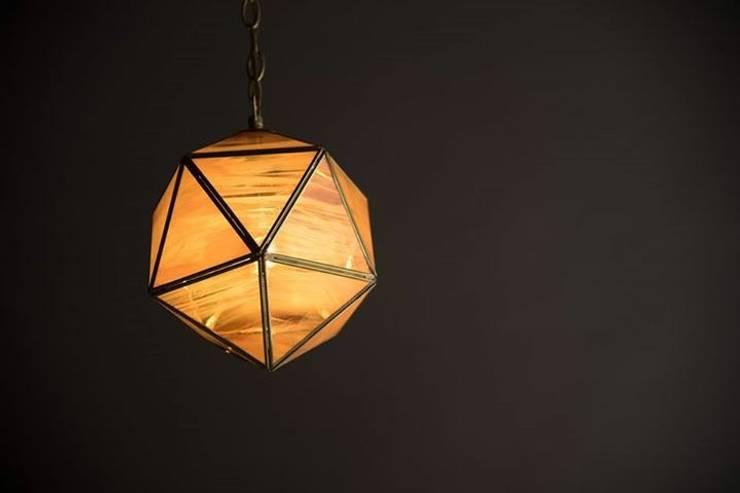 Lampara Terrarium : Comedor de estilo  por Casa DEROCA
