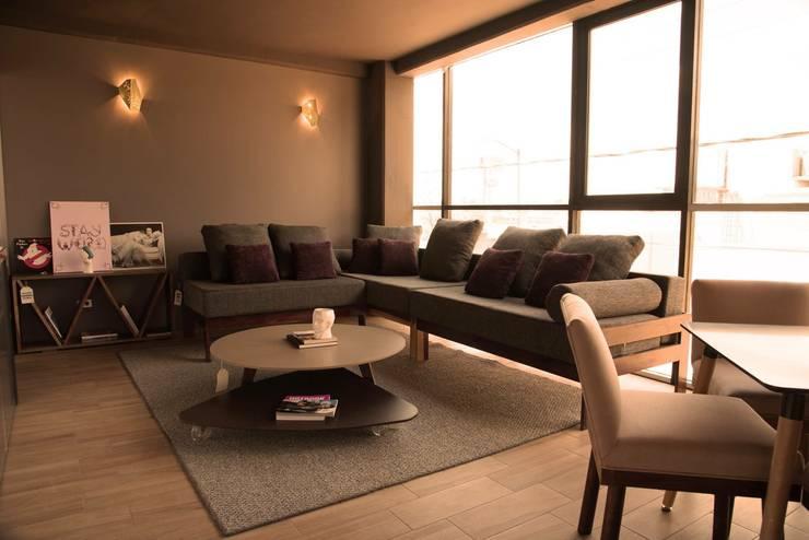 Mesa BOB y mesa POP : Salas de estilo  por Casa DEROCA