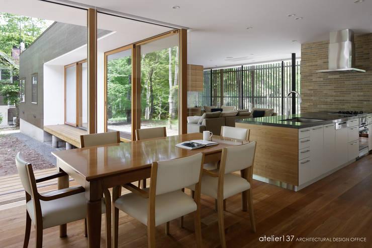 ダイニング~038那須Fさんの家: atelier137 ARCHITECTURAL DESIGN OFFICEが手掛けたダイニングです。