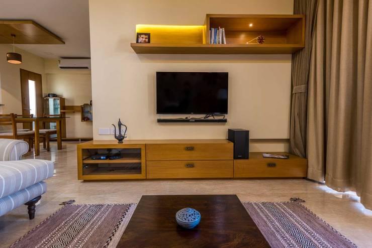 Tv Unit: classic Living room by iSTUDIO Architecture
