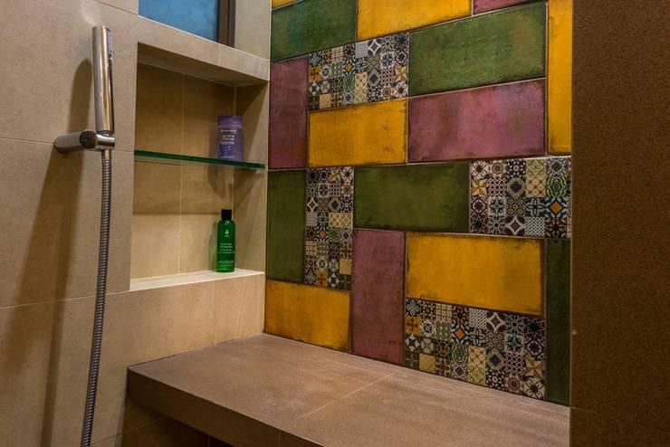 Baños de estilo  por iSTUDIO Architecture