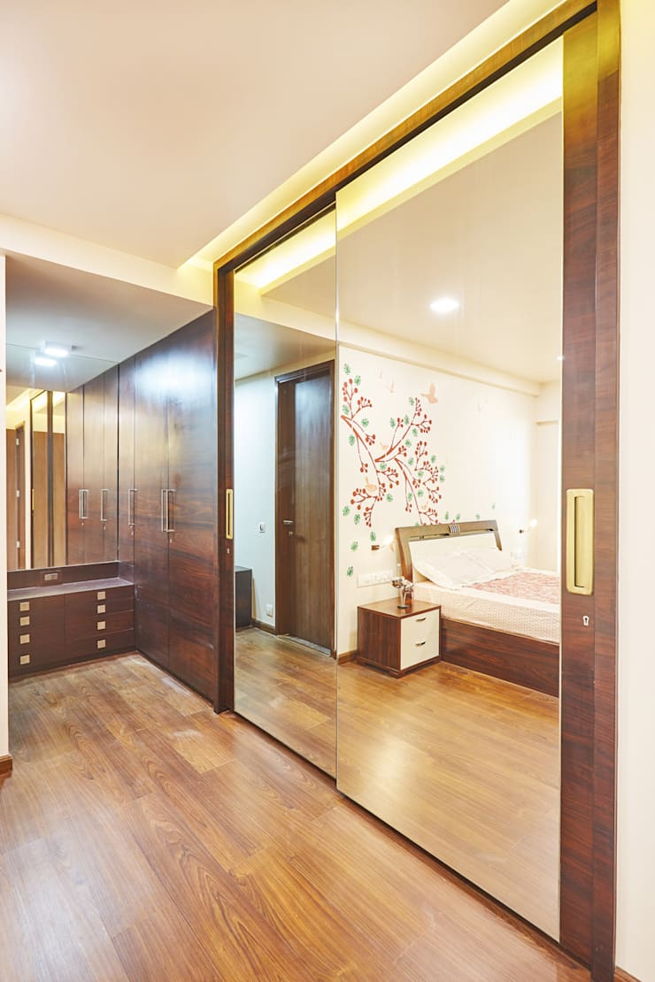 Wardrobe - Wood and mirror:  Bedroom by iSTUDIO Architecture