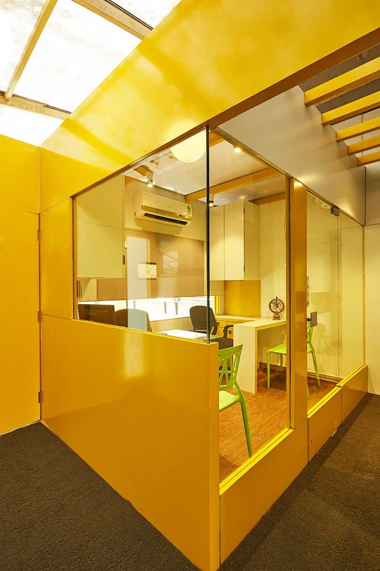 counselor's cabin:  Study/office by iSTUDIO Architecture