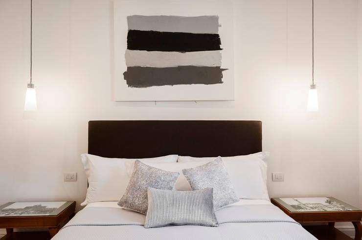 Projekty,  Sypialnia zaprojektowane przez Loredana Vingelli Home Decor