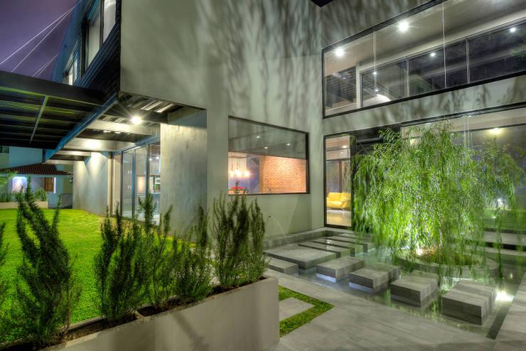 Ingreso principal: Casas de estilo  por Con Contenedores S.A. de C.V., Industrial