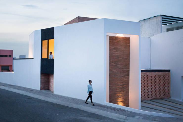 Casa Rubí 70: Casas de estilo  por Región 4 Arquitectura
