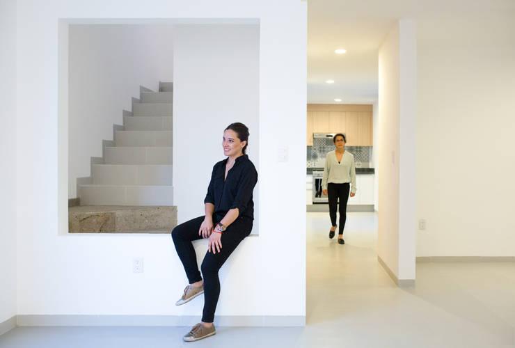 Cocina y comedor Casa rubí 70: Comedores de estilo  por Región 4 Arquitectura