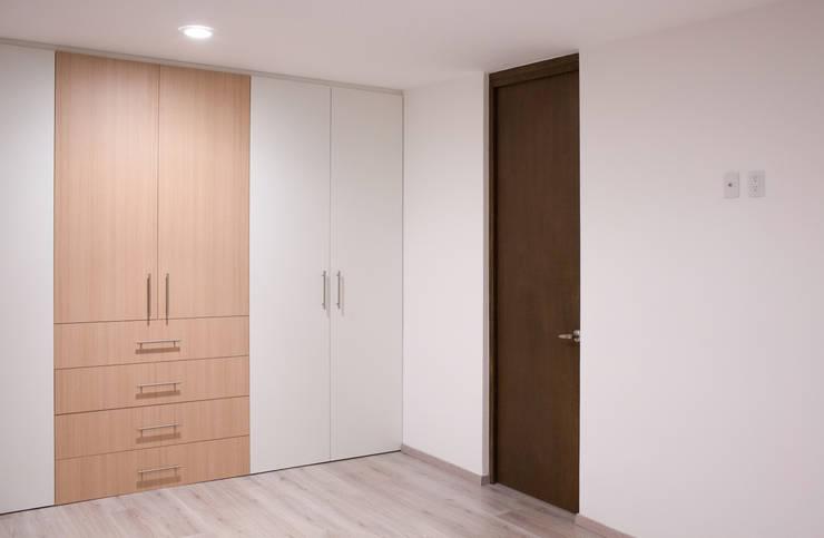 Recámara principal Casa Rubí 70: Recámaras de estilo  por Región 4 Arquitectura