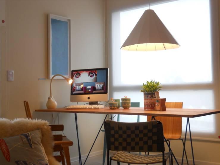 """Lámpara de mesa """"Fluz"""": Comedores de estilo moderno por Griscan diseño iluminación"""