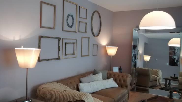 """Lámpara de mesa Italiana """"Artemide"""": Livings de estilo  por Griscan diseño iluminación"""