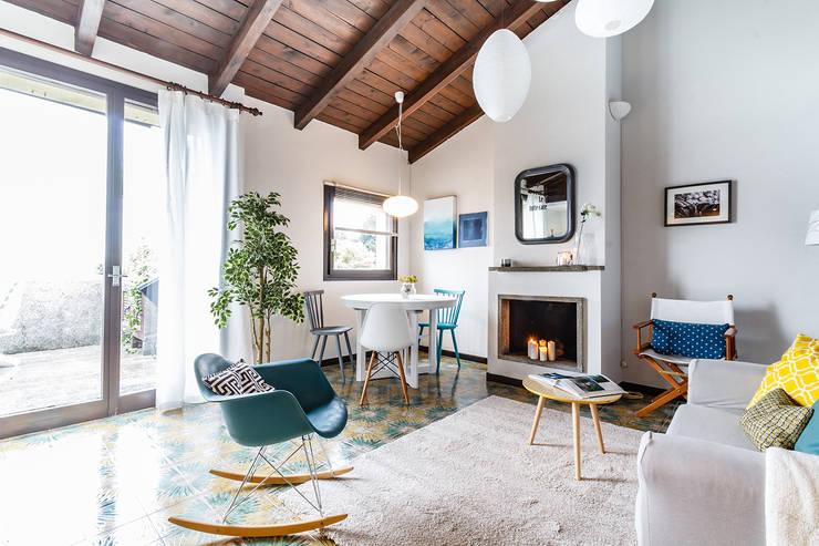 Salas / recibidores de estilo  por Boite Maison