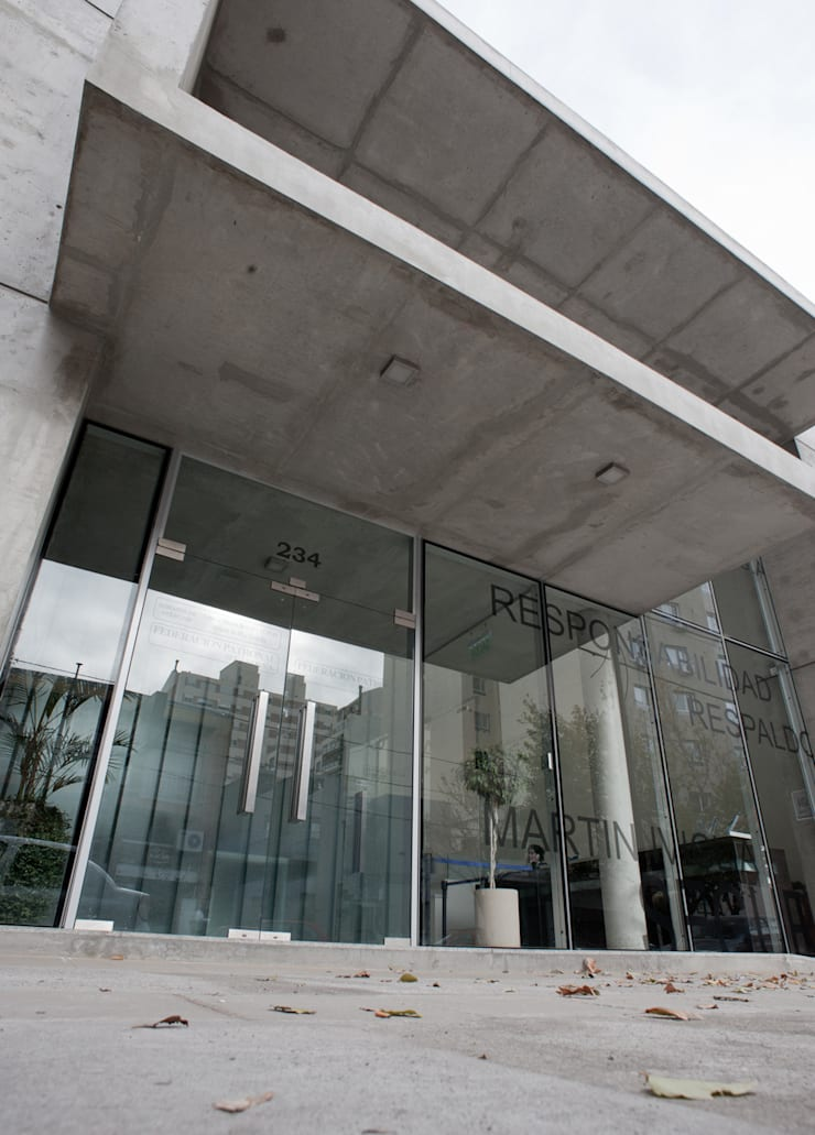 VISTA DE FRENTE 03: Oficinas y Tiendas de estilo  por Poggi Schmit Arquitectura