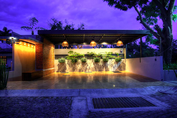 Fachada: Casas de estilo  por Con Contenedores S.A. de C.V.