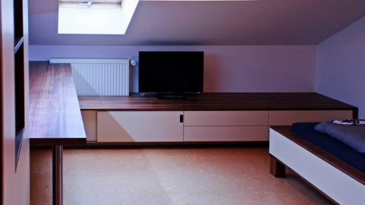 Jugendzimmer: moderne Kinderzimmer von Ruperti Schreinerei
